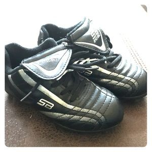 Other - Size 10 1/2  youth soccer cleats EUC